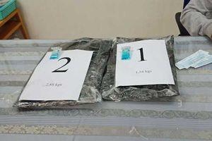 TPHCM: Nhận 1.200 USD để chuyển giúp 2 va ly chứa ma túy vào Việt Nam