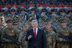Tổng thống Poroshenko đề nghị NATO đưa tàu chiến đến Biển Đen