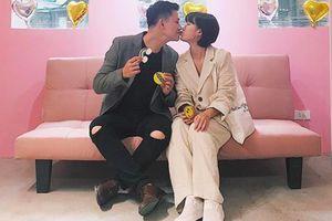Sau hai năm kết hôn, vợ chồng MC 'Hãy chọn giá đúng' thông báo tin vui 'lên chức'