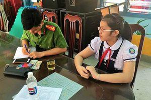 Nữ sinh lớp 5 ở Nha Trang trả lại gần 12 triệu đồng và điện thoại iPhone X cho người đánh rơi