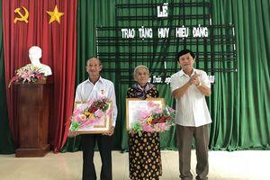 Huyện ủy Châu Thành (Tây Ninh): Trao huy hiệu Đảng cho các đảng viên