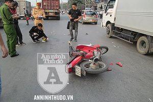 Đường Ngọc Hồi: Va chạm với xe container, người phụ nữ và em bé bị cuốn vào gầm