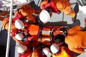 Cứu nạn thuyền viên bị tai nạn dập nát hai bàn tay
