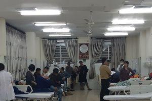 Vụ ăn bánh mì ở quán nổi tiếng: Người dân tiếp tục nhập viện ồ ạt