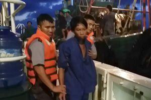 Tàu KN 267 cấp cứu kịp thời ngư dân bị tai nạn trên biển