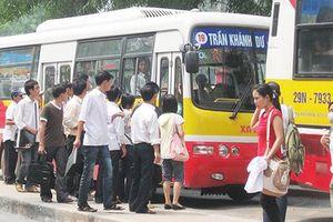Xe buýt mất lợi thế vì đường ùn tắc