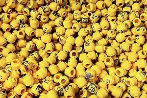 Nuốt đồ chơi Lego để... nghiên cứu
