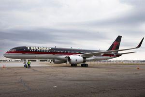 Máy bay riêng của Tổng thống Mỹ Donald Trump bị va chạm, gãy cánh