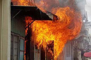 Đốt nến gây cháy nhà, người đàn ông tử vong thương tâm