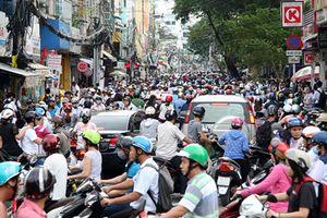 Tham gia giao thông kiểu khôn lỏi, người Việt bó chân nhau