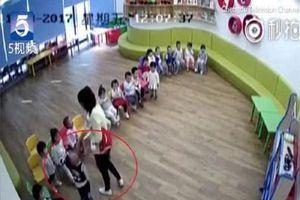 Cả hiệu trưởng lẫn giáo viên 'dắt nhau' vào tù vì ép trẻ ăn mù tạt