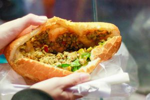 Đắk Lắk: Hơn 40 người ngộ độc thực phẩm do ăn bánh mỳ