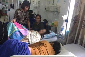 Gần 60 người nhập viện sau khi ăn bánh mì cùng một quán