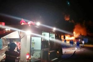 Đà Nẵng: Cháy kho sơn trong khu công nghiệp Hòa Cầm