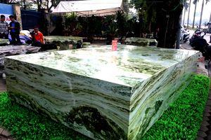 Yên Bái: Khối sập đá xanh ngọc quý hiếm nặng khoảng 16 tấn, giá 2,6 tỷ đồng