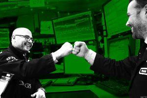 Chủ tịch FED cất tiếng, Dow Jones nhảy một mạch hơn 600 điểm