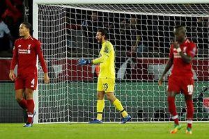 Liverpool 'tự bắn vào chân' sau thất bại trước PSG