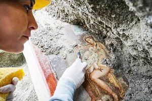 Tranh nổi tiếng nữ hoàng gợi cảm hơn 2.000 năm trước nguyên vẹn bên miệng núi lửa