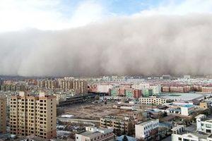 Bão cát kinh hoàng cao 100m, tốc độ tên lửa nhấn chìm nhiều thành phố