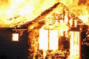 Đốt nến để trong phòng, một người đàn ông bị ngọn lửa thiêu tử vong
