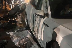 Hà Nội: Tai nạn ô tô Audi khiến 1 cô gái tử vong và 3 người bị thương nặng, tài xế hoảng loạn không dám ra khỏi xe