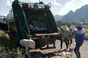 Công nhân gom rác bị phớt lờ đóng bảo hiểm