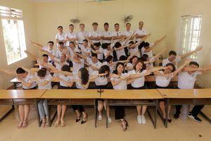 Tập thể lớp cấp 2 ở Nghệ An họp mặt sau 20 năm ra trường