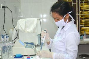 Hưởng ứng Ngày Thế giới phòng chống HIV/AIDS (1/12): Giảm gánh nặng điều trị cho người nhiễm HIV