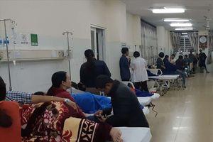 Vụ nhập viện sau khi ăn bánh mì vỉa hè: 200 người có dấu hiệu ngộ độc