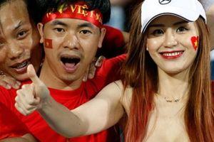 Lòe phụ nữ bằng bóng đá
