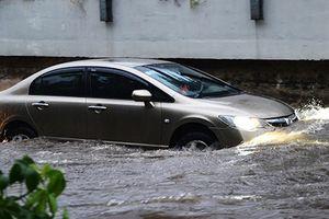 Cách khởi động xe khi bị thủy kích trong mùa mưa bão