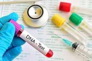Mang con trai đi xét nghiệm ADN, người phụ nữ sốc khi cầm kết quả trên tay