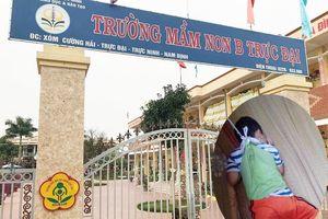 Xem xét kỷ luật 2 giáo viên buộc dây vào người bé trai 4 tuổi ở Nam Định