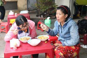 Quán bánh canh không tên 20 năm khiến người Sài Gòn quen vị