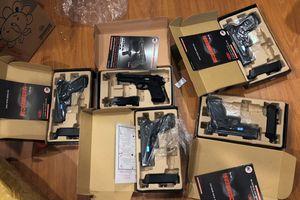 Bắt băng nhóm đòi nợ thuê, phát hiện 'kho' vũ khí tại chung cư