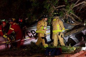 Máy bay rơi xuống khuôn viên trường đại học, 2 người may mắn sống sót