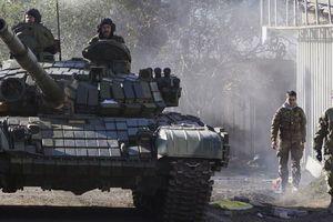 Nga điều xe tăng chốt dọc biên giới, quyết không thả thủy thủ Ukraina