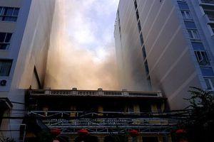 Nha Trang: Nhà hàng ở phố Tây bốc cháy dữ dội giữa ban ngày