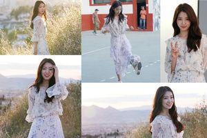 Park Shin Hye xinh đẹp tựa nữ thần, chơi bóng đá trên phim trường 'Memories Of The Alhambra'