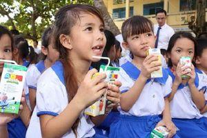 Hà Nội triển khai sữa học đường từ 1/1/2019: Đơn giá, thời gian uống sữa thế nào?