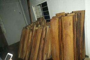 Quảng Nam: Bắt xe ô tô tải chở hàng chục phách gỗ không rõ nguồn gốc