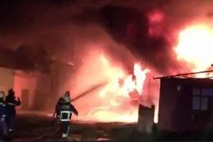 Đà Nẵng: Nổ lớn, kho sơn trong khu công nghiệp bốc cháy dữ dội