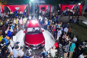 VinFast mang xe đi trưng bày trên khắp cả nước