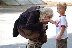 Cần đánh thức lòng thương người của trẻ ngay từ bé