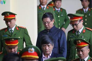 Ông Phan Văn Vĩnh tăng huyết áp nhập viện, không thể nghe tuyên án