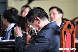 Cựu Trung tướng Phan Văn Vĩnh nhập viện trước giờ tuyên án
