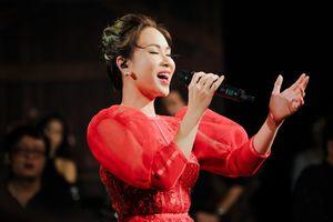 Uyên Linh: 'Mua được nhà nhờ bài hát Chờ người nơi ấy'