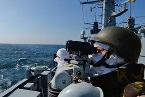 NATO khẳng định sẽ 'theo sát' Nga sau vụ bắt giữ tàu