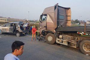 Hủy án, điều tra lại vụ xe container tông xe Innova lùi trên cao tốc