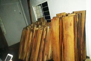 Giám đốc công ty cất giấu hàng trăm phách gỗ không rõ nguồn gốc